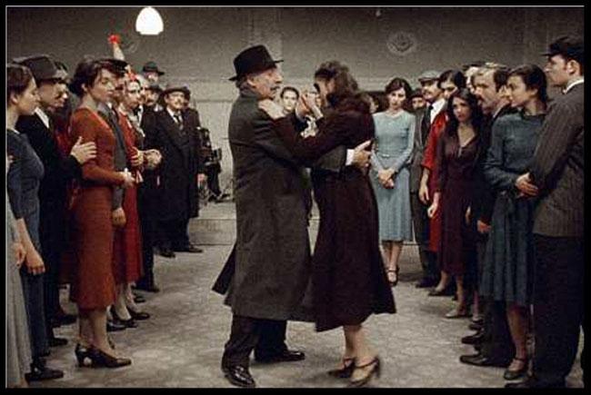 Theo Angelopoulos recrea l'Orestíada d'Èsquil a la Grècia moderna a El viatge dels comediants.