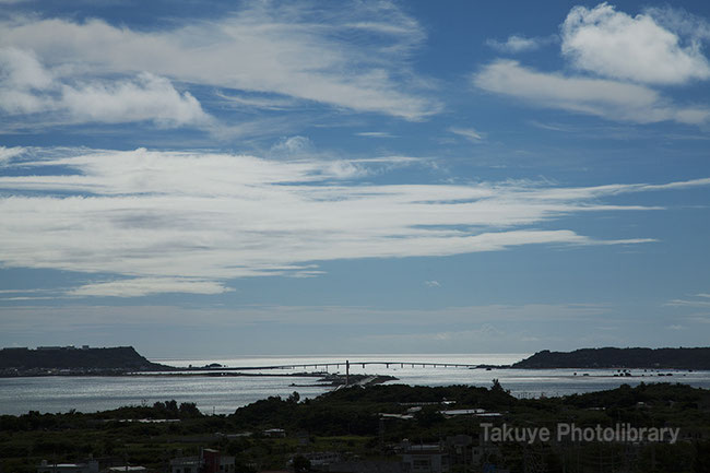 海中道路と浜比嘉大橋 沖縄の風景
