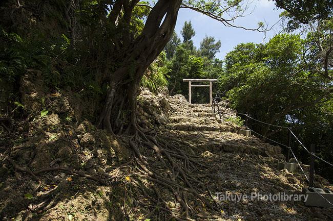 伊祖城跡 鳥居 沖縄のグスク