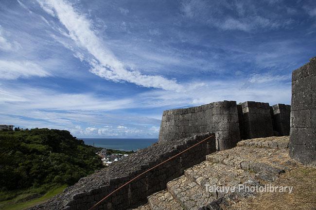 勝連城跡 龍のような雲 沖縄の風景
