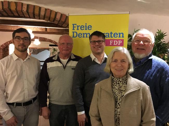 Der gewählte Vorstand der FDP Oer-Erkenschwick: stellv. Vorsitzende Marcel Bachet & Heinz-Jürgen Konodaj, Vorsitzender Christian Leson, Schatzmeisterin Hannelore Witthus, Schriftführer Manfred Witthus (von links nach rechts)
