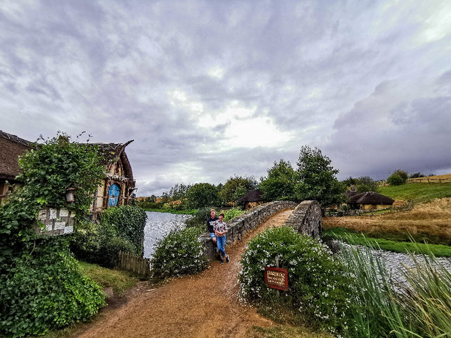 Die Mühle, wir, der goldene Drache im Hintergrund