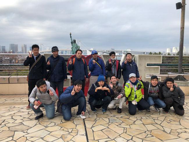 天気はよくなかったですが、曇り空もまた一興。レインボーブリッジの向こうに東京タワーが見えました。