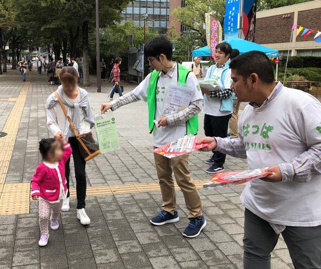 河崎シローさんが素晴らしい才能を発揮 JR関内駅前でのチラシ、パンフレット配り