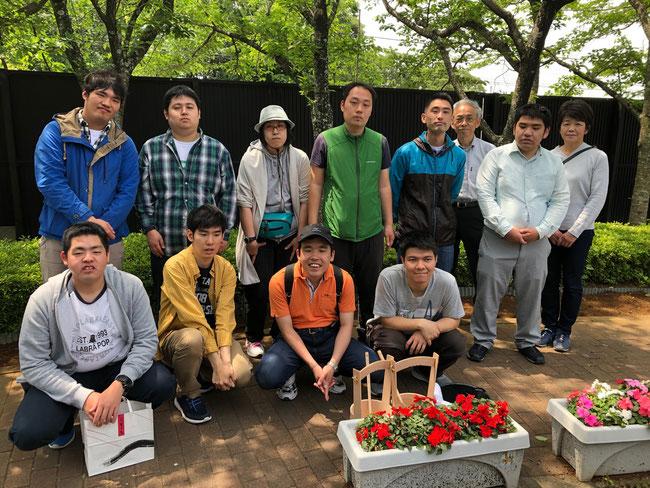 茅ヶ崎霊園 永久の郷(とわのさと)にて 水野家のお墓のすぐそばにあっためぐみさん建立の進家のお墓にも皆で線香をお供えしました。