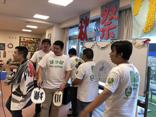 「境川恋太郎音頭」ゆっくりじっくりを心がけた寛平さんのMC、歌唱は着実にご老人方からの拍手、手拍子を引き出していました。