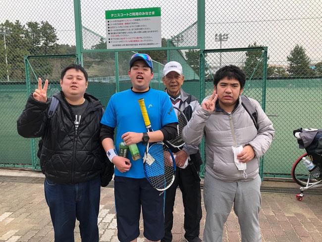 1試合目終了後、光太さん、光太さんのパートナー松川さんと一緒に記念撮影 見事な勝利でした!