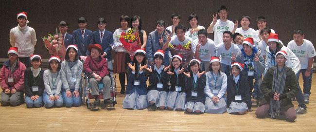 コンサート終了後、出演者全員で記念撮影。麻倉未稀さんの歌はさすがでしたね。聞き惚れました。