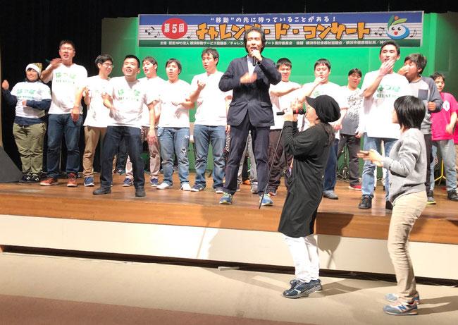 #0(シャープゼロ)ゲストステージで今回も「ひとつぶの雨」を演奏してくださり、感激!恵美さんもはっぱTシャツと金のサンタ帽で初参加!