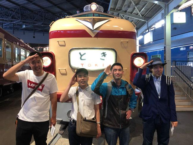 上越線特急「とき」号の前で 私は小学6年生の時に父の故郷新潟に妹と二人で初めて子どもだけの旅行に行った時乗りました。