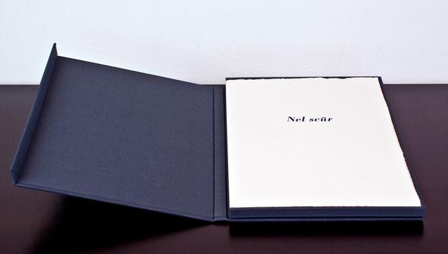 il cofanetto telato contenente il libro a fogli sciolti