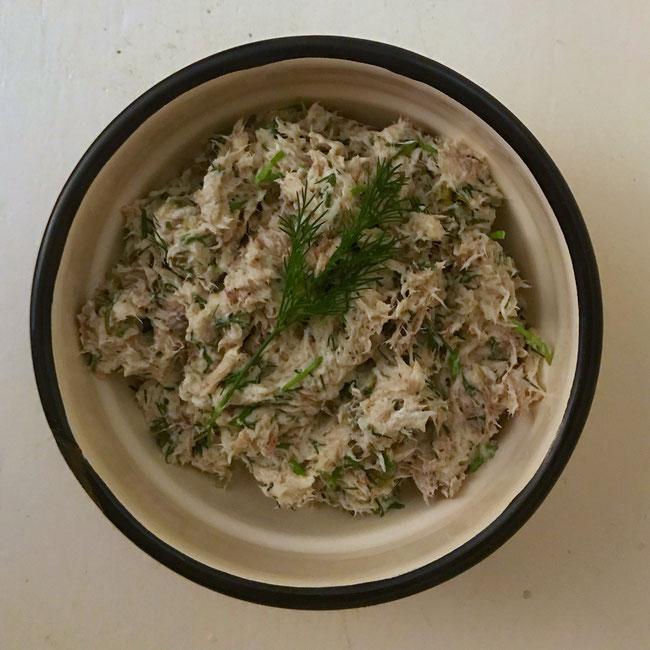 Makreelsalade met mierikswortel en dille, voor bij de borrel