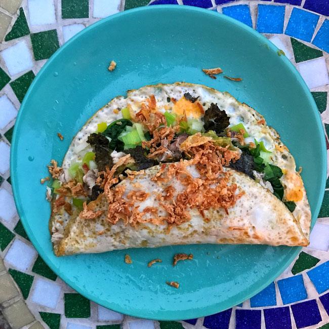 Japanse ei-wrap met makreel, spinazie, prei en avocado