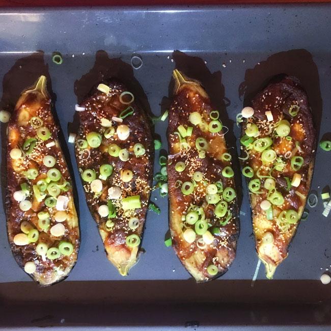 Aubergine met gekarameliseerde miso uit de oven