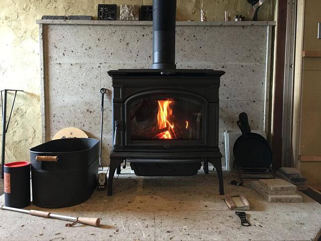 アメリカ製の薪ストーブ