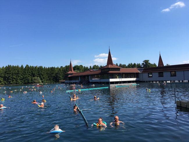 Главная венгерская жемчужина - термальное озеро Хевиз в сентябре