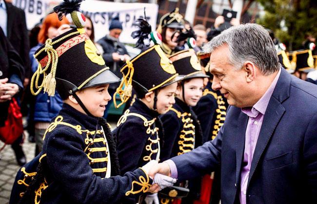 Пожать руку настоящему премьер-министру не каждому бравому гусару суждено