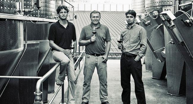 Петер Варга и главные помощники - сыновья (фото с сайта винодельни)