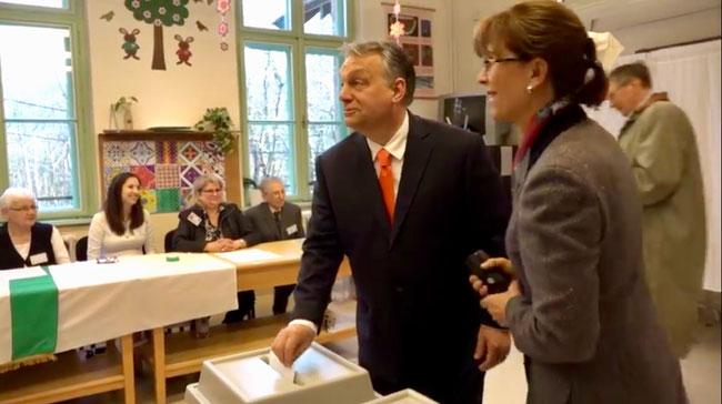 Исторический момент - Виктор Орбан на избирательном участке