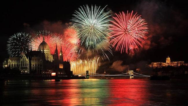 Праздничный фейерверк (Ünnepi tűzijáték) в Будапеште начинается в 21.00