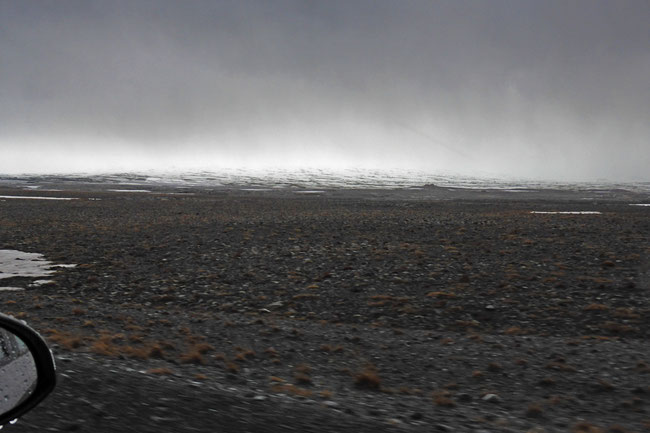 An Icelandic alpine gibber plain