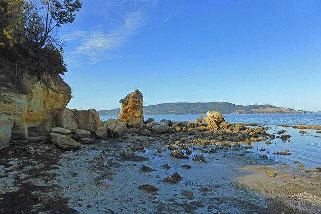 Eroding sandstone cliffs at Snug Beach