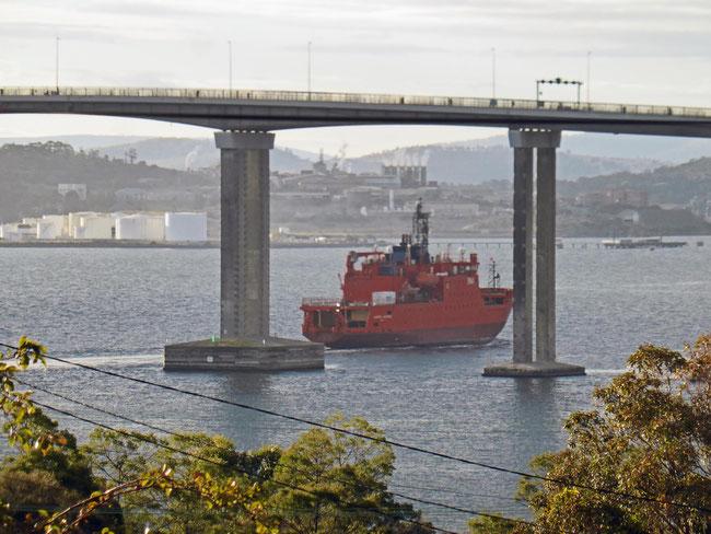 Aurora Australis passing under the Tasman Bridge