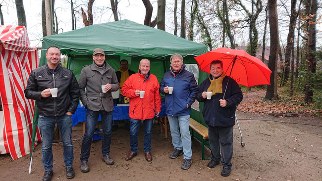 v. l.: Stefan Weber, Dr. Andres Schützendübel, Sebastian Wüllner, Robert Heinze, Karl-Heinz Fenske (Sprecher der Sinsener Runde) und Bürgermeister Werner Arndt