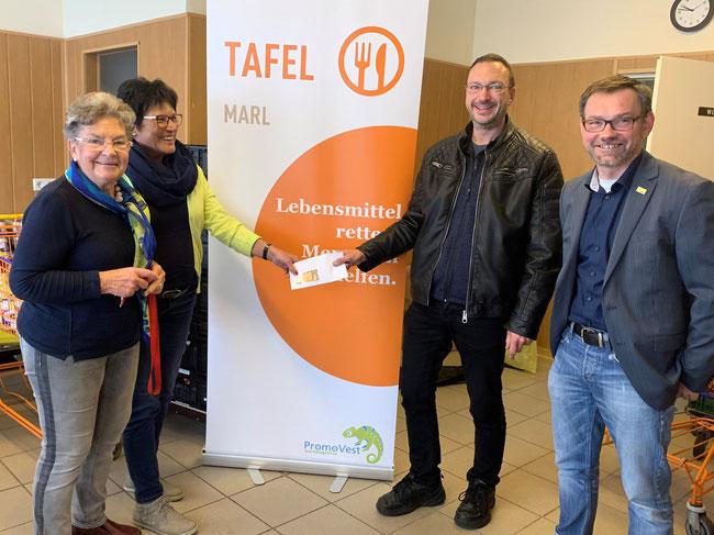 v. l.: Renate Kampe und Brigitte Kopmann (Marler Tafel), Stefan Weber und Sebastian Wüllner (FDP)