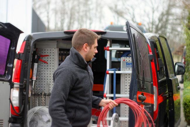 zuverlässige Fahrzeuge bringen zuverlässige Mitarbeiter und Material zu Kunden in Hamburg und Umgebung