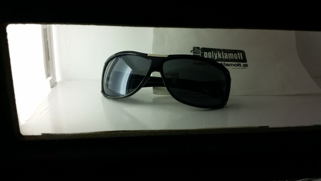 24h sunglasses vendingshop @polyklamott . just in case you urgently need shades