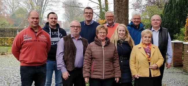 Die FDP lehnt Parkgebühren für Bürger am Kreishaus entschieden ab. v.l. Konrad Richter, Ron Schindler, Norbert Offers, Markus Diekhoff MdL, Dagmar Brockmann, Henner Eisenhuth, Berit Seidel, Josef Strohbücker, Erna Trojahn und Albert-Josef Fleiter.
