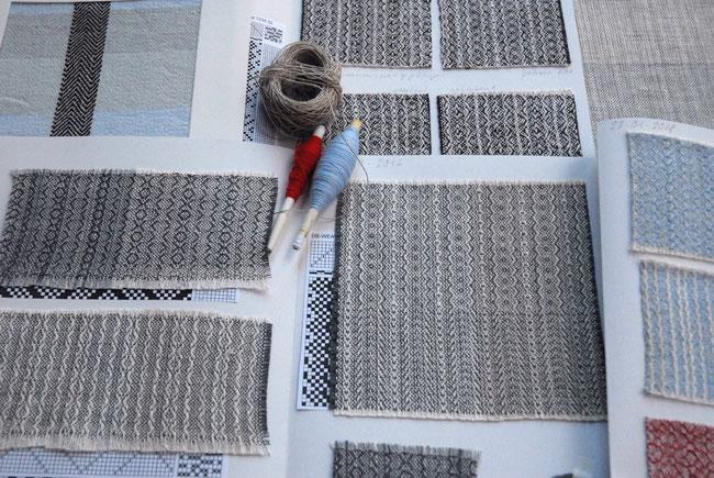 Komt u kijken in de stoffenbibliotheek of het stoffenarchief van handweverij Klee