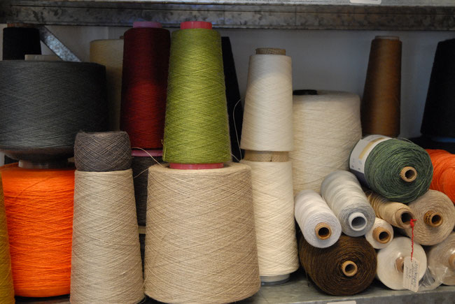 wij hebben een groot assortiment linnen in verschillende kleuren en stucturen op voorraad