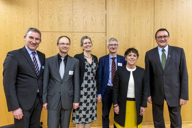 Holger Schach, Regionalmanagement Nordhessen (v.l.n.r.), Dr. Georg Hofmeister, Akademie der Versicherer im ländlichen Raum, Ute Göpel, Dr. Jochen Gerlach, Prof. Dr. Dr. h. c. Margot Käßmann, Prof. Dr. Martin Hein (Foto: Karl-Günter Balzer)