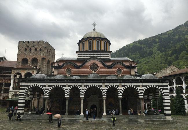 Beim Rila-Kloster im gleichnamigen Gebirge vereitelte leichter Regen den geplanten Drohnen-Start.