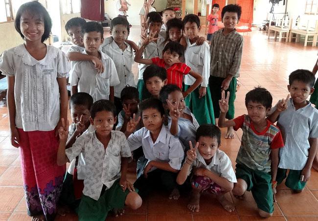 Enfants du monastère/école/orphelinat Aung Zayar Min, que PASDB soutient de différentes manières depuis 3 ans.