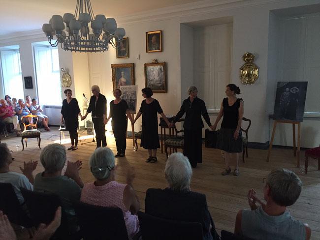 Die Leserinnen beim Schluss-Applaus (Foto: H.G. Hostrup)