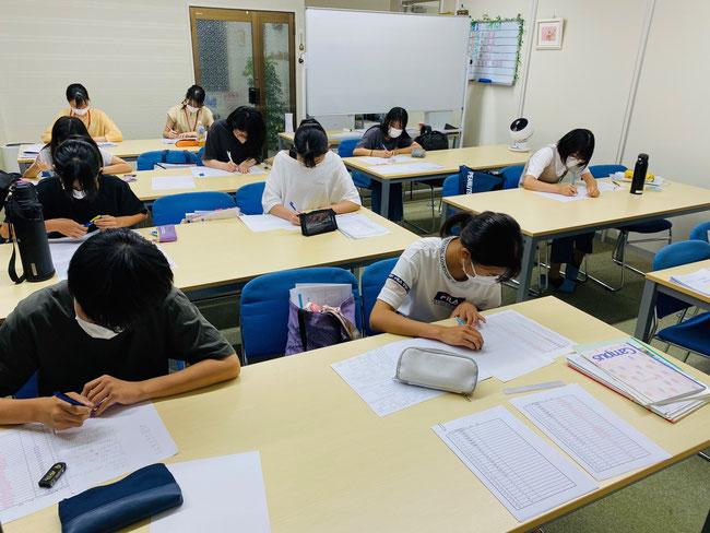 たまき塾の『英語』授業風景(中学1年生・夏期講習)