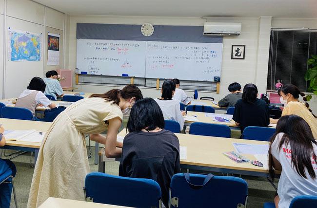 たまき塾の『数学』授業風景(中学1年生・夏期講習)