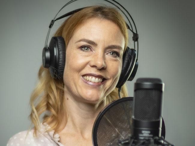 professionelle Sprecherin für Telefonansagen, Radiowerbung, TV-Werbung