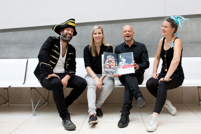PiratInnen und AutorInnen aus ASAGAN Foto: Christine Wurnig