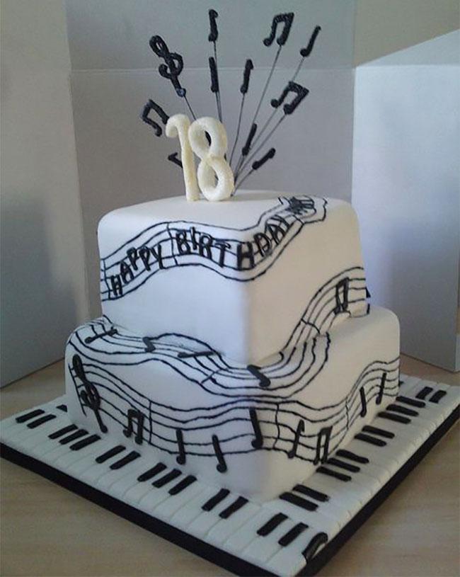 pastel de cumpleaños de musica