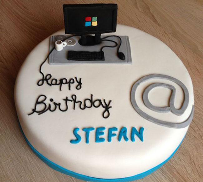 pastel de cumpleaños de computadora