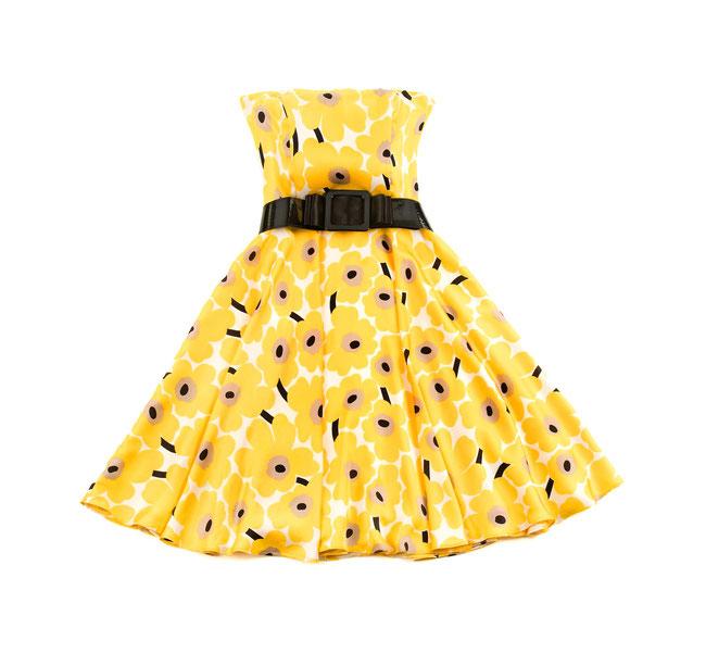 Leistungen, Kleiderreinigung, Bild zeigt gelbes Damenkleid mit Gürtel
