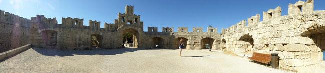 Bild: Alte Festungsmauer in Rhodos Stadt