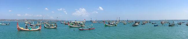 Bild: Fischerboote im Hafen von Jimbaran auf Bali
