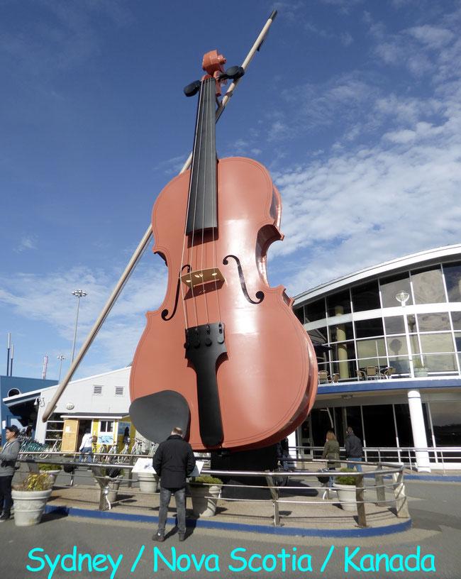 Bild: Die größte Violine der Welt in Sydney / Kanada