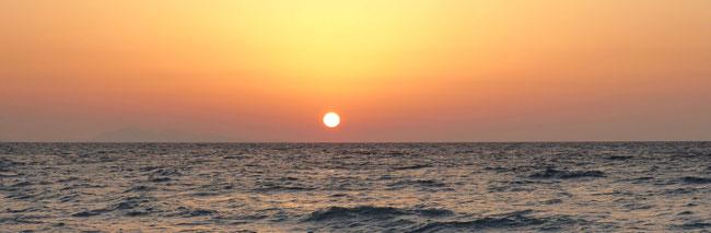 Bild: Sonnenuntergang über das Mittelmeer an der Westseite der Insel Rhodos