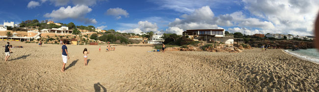 Bild: Strand von Cala Tarida auf Ibiza
